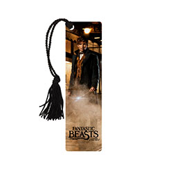 Save your place in your Magizoology Textbook with this bookmark featuring the image of Newt Scamander from the film Fantastic Beasts and Where to Find Them™.