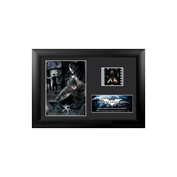 Relive the storm set upon Gotham in The Dark Knight Rises, the final chapter of Christopher Nolan's Dark Knight trilogy, with this collectible FilmCells™ Minicell. Featuring an image of Batman and Bane™, a certificate of authenticity, and a 35mm filmcell.