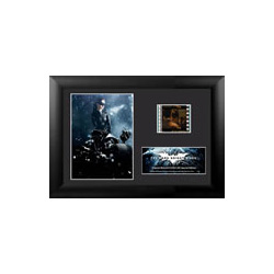 Relive the storm set upon Gotham in The Dark Knight Rises, the final chapter of Christopher Nolan's Dark Knight trilogy, with this collectible Minicell featuring an image of Catwoman™, a certificate of authenticity, and one clip of real 35mm film