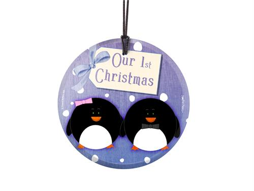 Celebrate your first festive together with this hanging glass print that features a cute penguin couple. Hang this beautiful print on your wall as a reminder of those first precious memories. This hanging glass print comes with a display ribbon.
