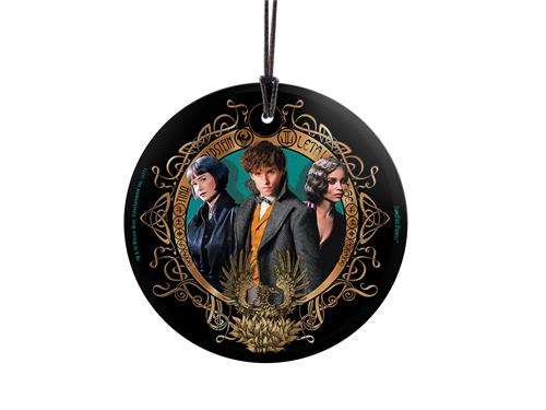 Show your love for Fantastic Beasts The Crimes Of Grindelwald with this love triangle. This officially licensed StarFire Prints Hanging Glass is perfect as a Christmas decoration or just hanging around the house. Comes with hanging string for easy display