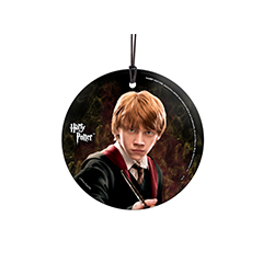 Your favorite Weasley is back and ready to fight the Death Eaters on this hanging glass decoration! Featuring Ron Weasley and his broken hand-me-down wand, he is prepared to do whatever it takes to take on dark magic.