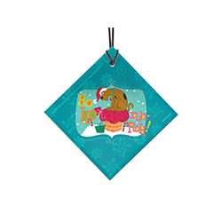 Ruh-Roh! Scooby has run into a problem. Show off his dilemma of fitting the gift bag down the chimney in this hanging glass decoration. Comes with a string for easy hanging.