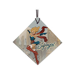 In DC Comics Bombshells, Kara Zor-El lands in Russia instead of the U.S. and is raised as Kara Starikov. She's still the fierce but good-hearted Supergirl you love, now in retro 1940s style! Now you can show her off on this hanging glass decoration