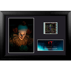 Pennywise has a light to show you, but don't look! It might be the last light you see. Pennywise holds a deadlight in this Special Edition MiniCell of IT Chapter Two, featuring a film cell of the movie. This unique collectible is perfect for the IT movie
