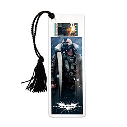 Relive the storm set upon Gotham in The Dark Knight Rises, the final chapter of Christopher Nolan's Dark Knight trilogy, every time you sit down to read with a double-sided, laminated bookmark. This collectible features an image of Bane and 35mm filmcell.