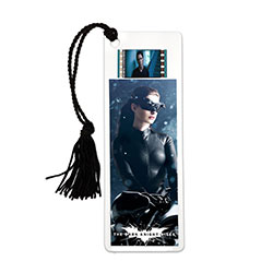 Relive the storm set upon Gotham in The Dark Knight Rises every time you sit down to read with this double-sided, laminated bookmark. This collectible features an image of Catwoman™, and one 35mm film cell.