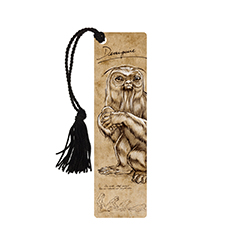 Now that the film Fantastic Beasts and Where to Find Them is out, we know what was in Newt Scamander's suitcase – and this officially licensed bookmark gives us a glimpse inside the Magizoologist's notebook! Enjoy this faithful reproduction of Newt's note